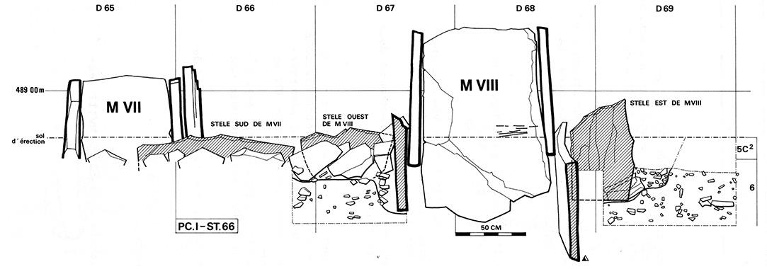 Figure. Bases de stèles en place en relation avec deux monuments tardifs d'époque campaniforme.