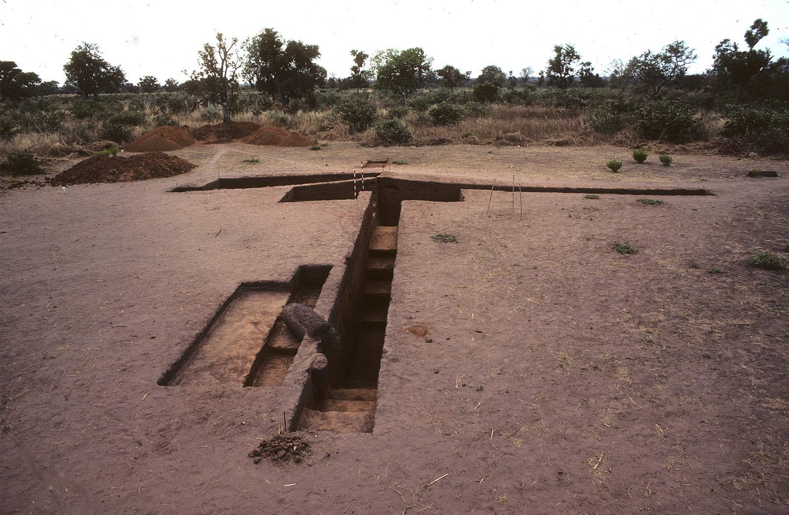 Fig. 3. Santhiou Kohel, Mbolob Topé. Les fouilles du Tumulus 43. Fouilles Gallay, Curdy, Pignat 1980-81.