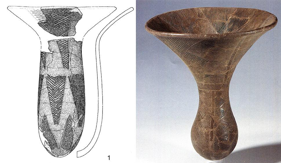 Fig. 12. Deux vases caliciformes. A gauche : Abu Tabari 02/1-4, région du Wadi Howar (Jesse 2007, fig.3). A droite : el Kadada, cimetière C, SNM 26899 (Reinold 200, p. 61)