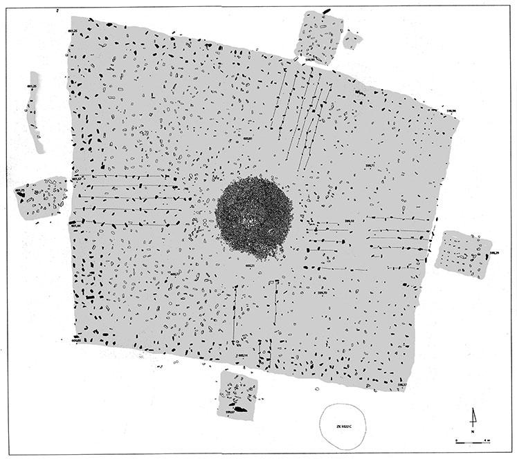 Fig. 8. Zankor. Tumulus à enceinte quadrangulaire ZK 1022A.