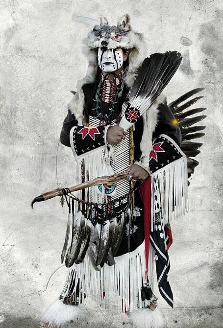 Fig. 21. Les habits animaux du chamane. https://www.pinterest.com/nchelle91/native-american-mythology/