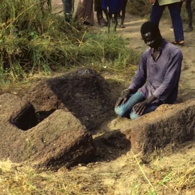 Keur Serigne Amadou : Yoro Fall et la réinterprétation d'une pierre-lyre comme mosquée