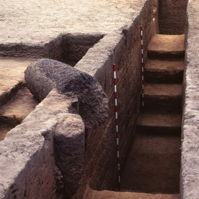 Santhiou Kohel : tumulus 43, zone de la pierre frontale
