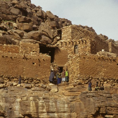Village sonraï de Lougui au-dessus de Nokara