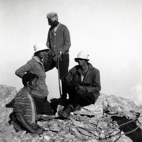 Evelyne en compagnie de Fredéric Boissonnas au sommet de l'Olympe ( à gauche avec le chapeau)